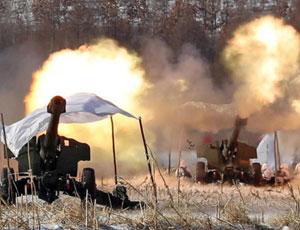解放軍重炮群在雪原兇猛齊射