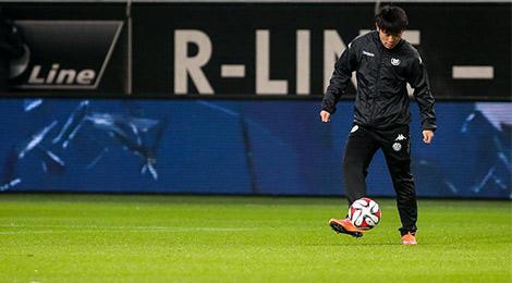 德甲:张稀哲赛前亮相 狼堡4-1大胜拜仁