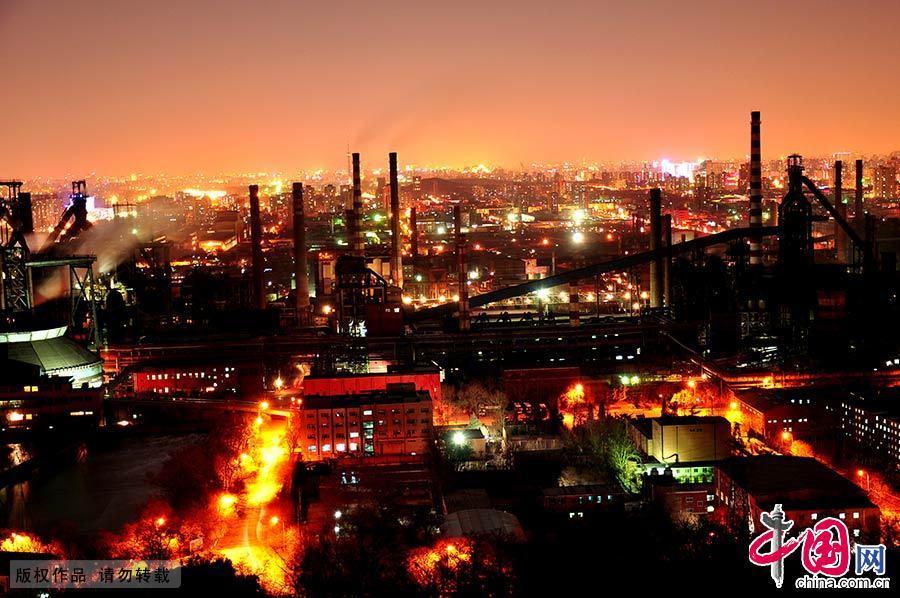 2009年12月2日,夜幕下的首钢。中国网图片库 董年龙/摄