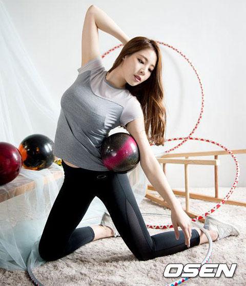 日本美女乳房艺术照图片动态图_女星穿比基尼玩木头人游戏胸部晃动就爆炸7