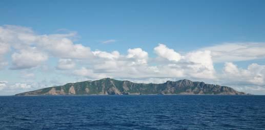 钓鱼岛正面全景照片.jpg
