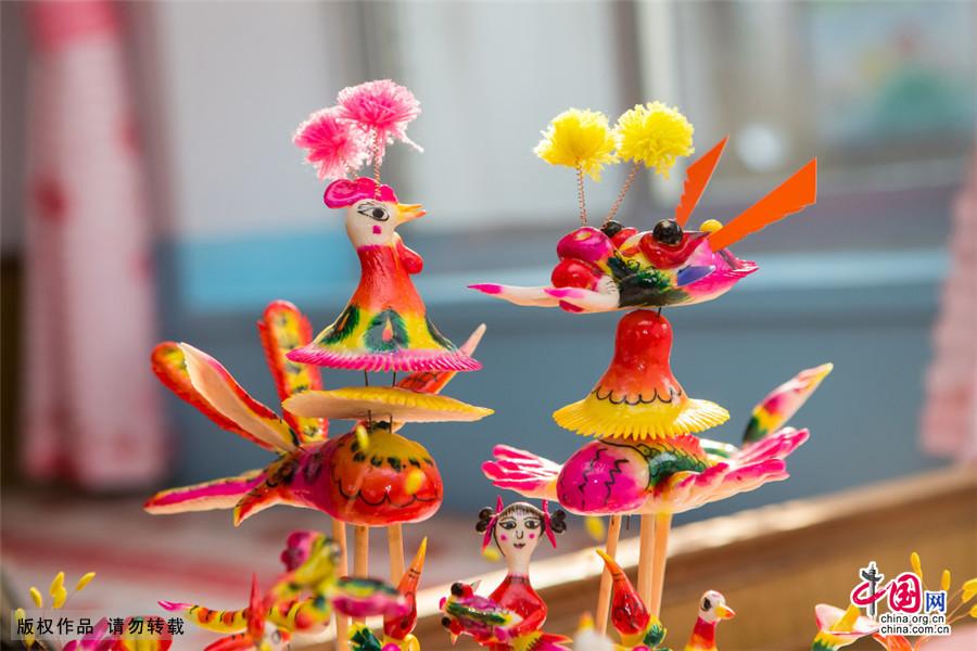 """聞喜花饃是一種""""母親的藝術"""",是聞喜當地婦女口傳心授,用勤勞和智慧凝聚而成的生活藝術品,它廣泛使用於生日、婚慶、壽誕嬰兒滿月等場合。中國網圖片庫 劉玉平/攝"""