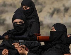 巴基斯坦女特警蒙面亮相 扛RPG火箭筒準備打炮