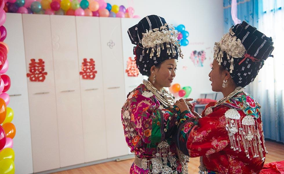 古老与现代撞击的湘西苗族婚俗[组图]