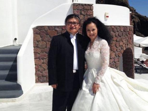 刘欢妻子卢璐中国风抢镜 女儿爱自拍清纯可爱