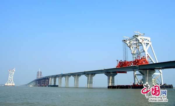 南海再立新功 港珠澳大桥CB05标率先拉通