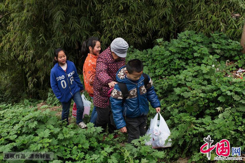 【中国故事】春节留守儿童的团圆梦