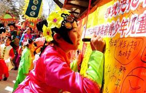 娃娃庙会传承中华文化年味浓