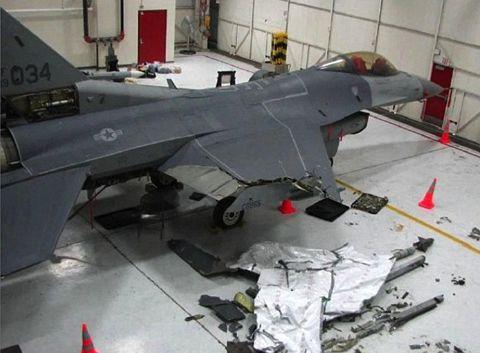 受傷後成功著陸的戰機