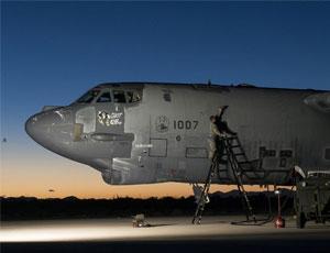 美軍從墳場中拉出B52翻新服役