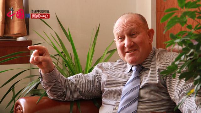 澳大利亚专家吉尔伯特与中国网记者交谈。
