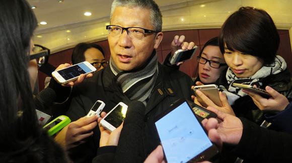 北京团人大代表报到 手机成记者采访录音利器