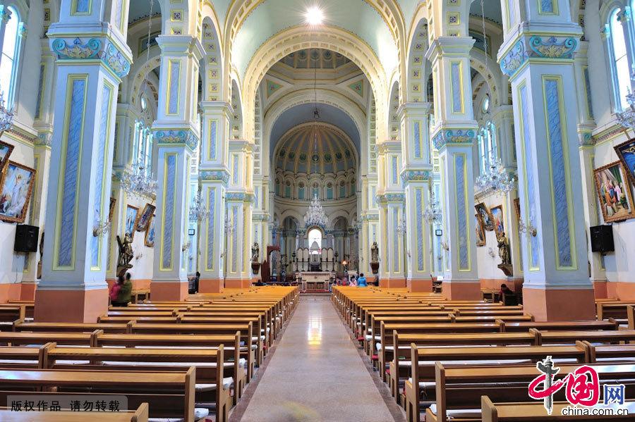 天津西开教堂内景全景。中国网图片库 邢阳摄影