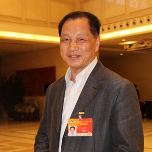 政协委员杨占秋:建议高中两年制 高三浪费资源