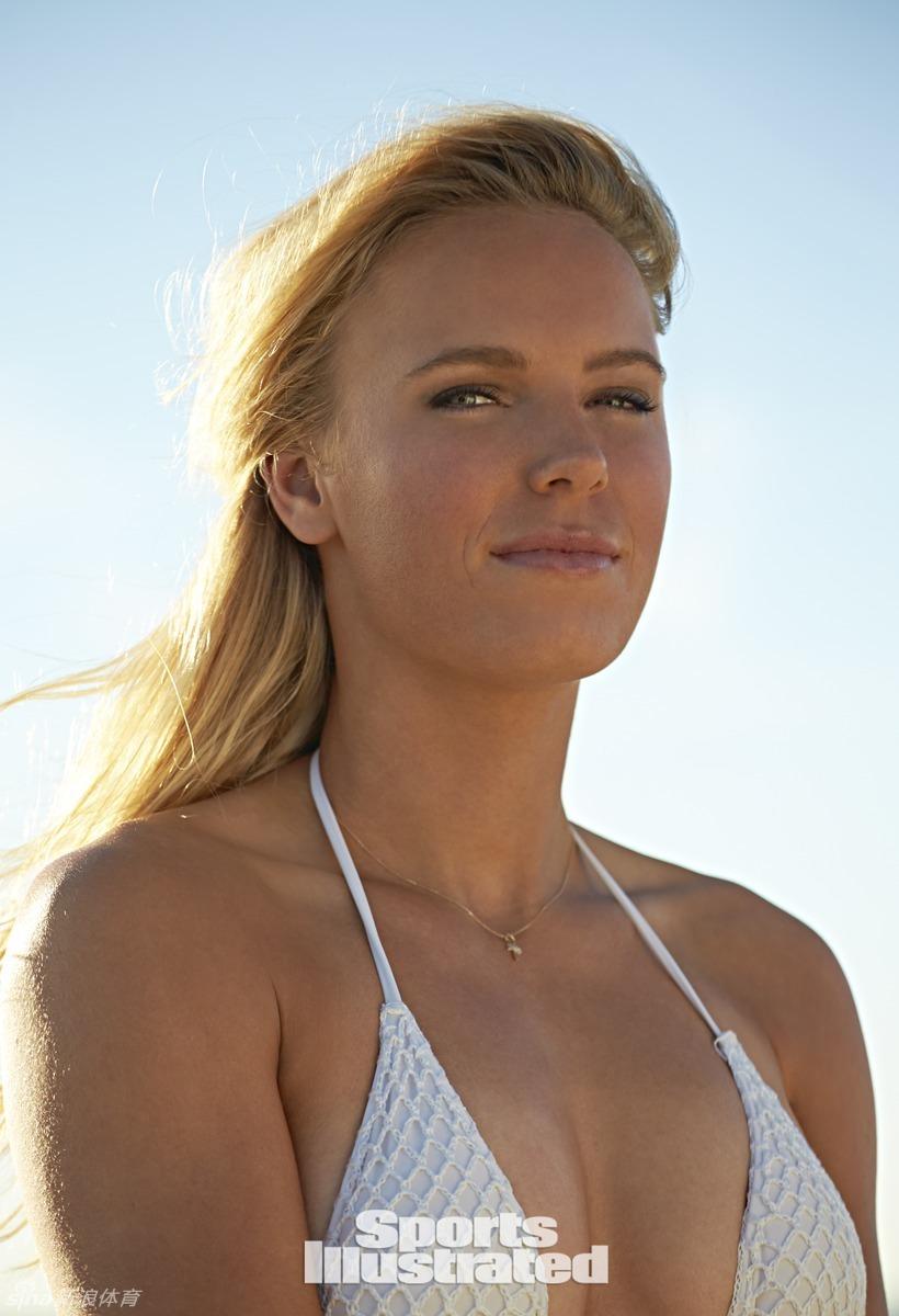 丹麦网球甜心沃兹尼亚奇 《体育画报》泳装特辑图片
