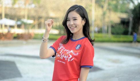 韩美女主播甜美一笑倾城 小清新可爱之极