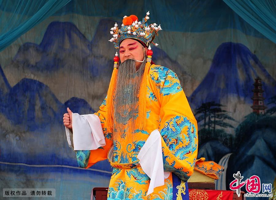"""豫剧角色行当由""""生旦净丑""""组成。图为豫剧著名折子戏《三哭殿》中老生唐王李世民扮相。中国网图片库 孙凯/摄"""