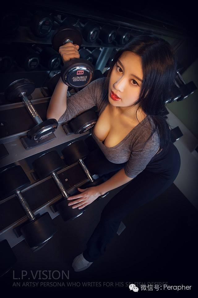广外校花性感写真 傲人身材比拟中国乳神