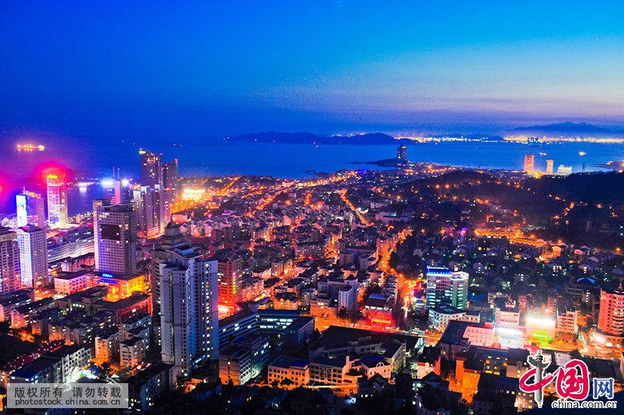 2015年3月27日,拍摄的山东省青岛市夜景。中国网图片库 王海滨/摄
