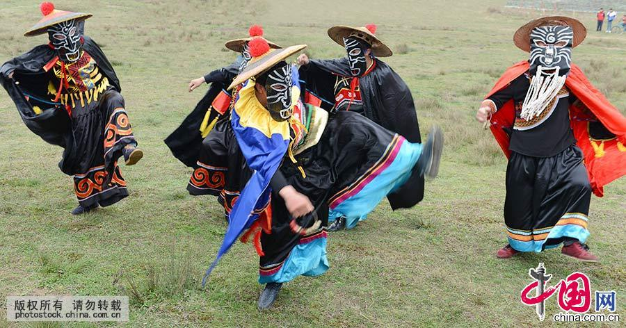 """""""撮泰吉""""是一种古老的戏,旨在驱邪祟、迎吉祥、祈丰收。中国网图片库 彭年/摄"""