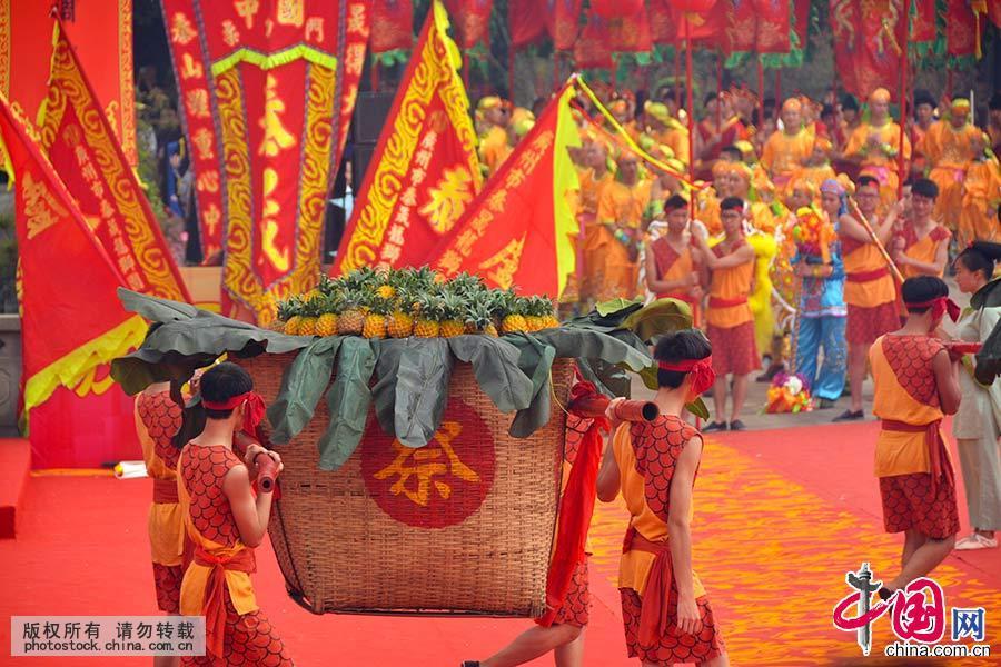 """2015年3月30日,广州黄埔""""波罗诞""""千年庙会上的大型仿古祭海表演。中国网图片库 许建梅/摄"""