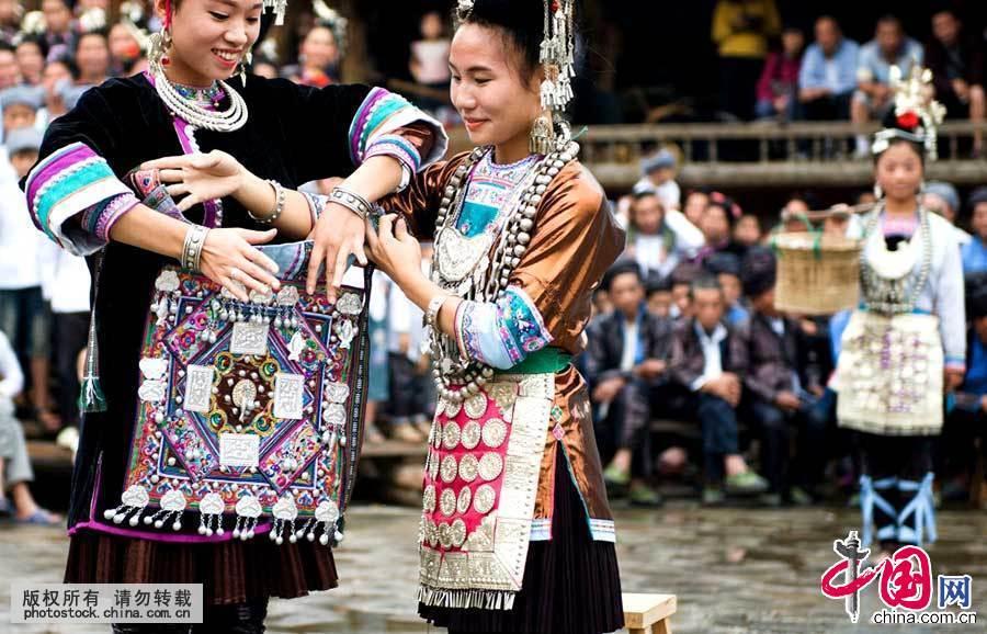【少数民族服饰】自染自织的侗族服饰[组图]