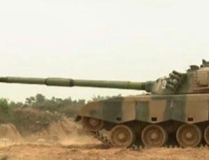 廣州戰區評出28名裝甲特等射手 有射手遇卡彈