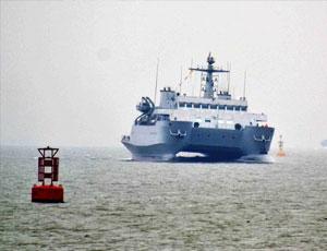 中國雙體測量船上演海上漂移