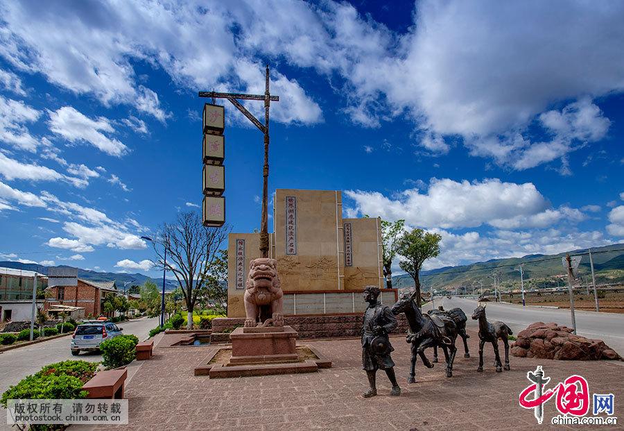 """沙溪寺登街区是""""茶马古道""""上唯一幸存的集市,有完整无缺的戏院、旅馆、寺庙、大门,使这个连接西藏和南亚的集市相当完备。 中国网图片库 刘国兴/摄"""