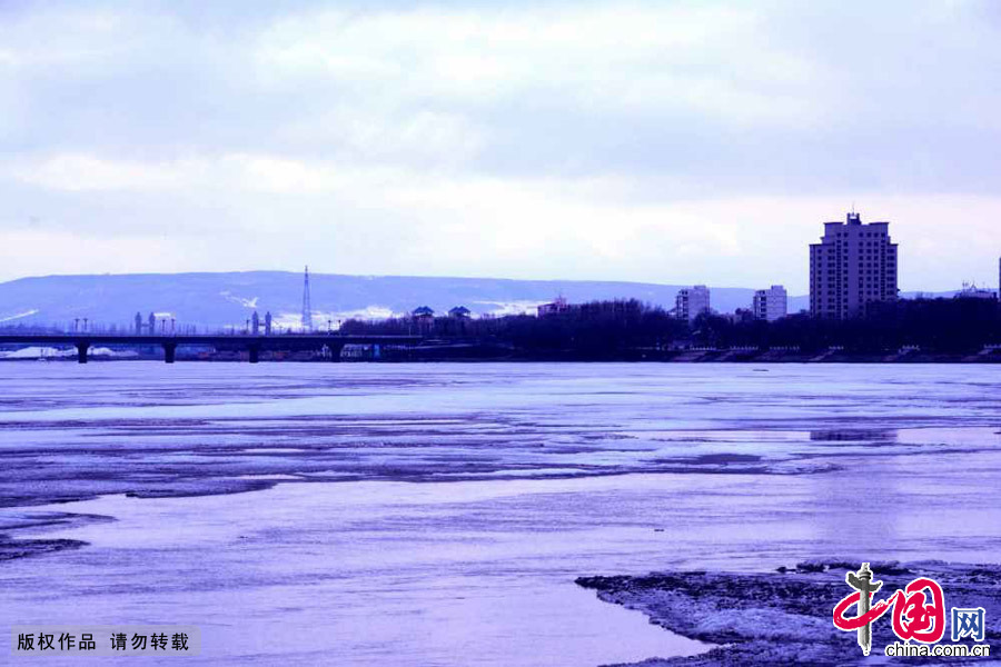 四月:梦醒时分——开江时节的牡丹江。中国网图片库 王士恩