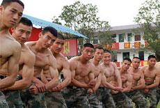 真正的軍人擁有結實的體魄