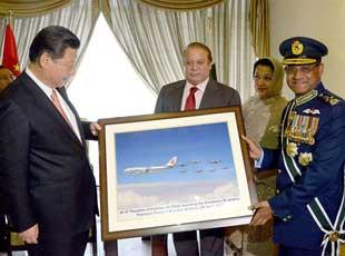 巴基斯坦軍方向習近平贈送梟龍護航照