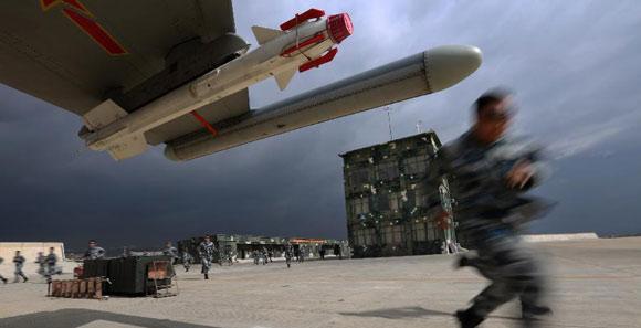 成都軍區空軍在陌生空域展開多機種實戰對抗演練