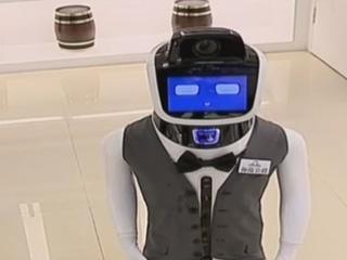 苏州首现机器人店长 卖萌耍宝口才好