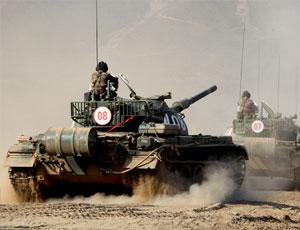 陸軍第65集團軍某旅坦克分隊進行實彈射擊訓練