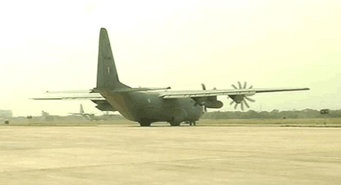 【全球頭圖】首架救援飛機抵達加德滿都機場