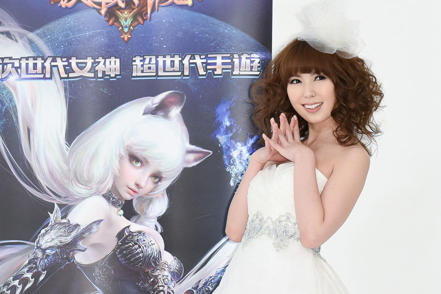 波多野结衣xfplay成人动漫_波多野结衣穿着白色婚纱参加游戏代言活动.