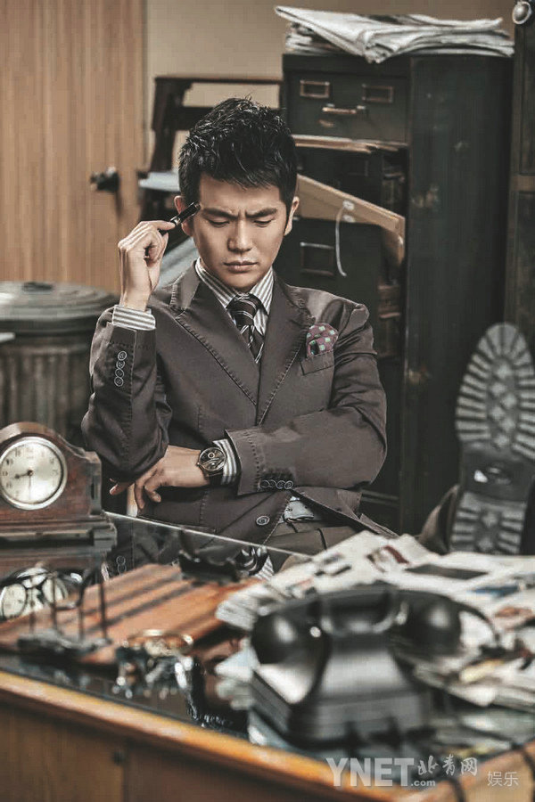 张晓龙变身霸道总裁 时尚大片玩转高冷风格