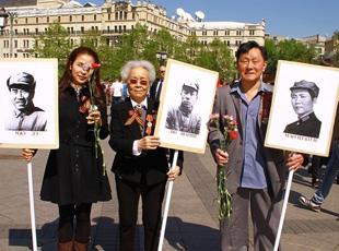 毛澤東、朱德、劉少奇等7人肖像亮相紅場