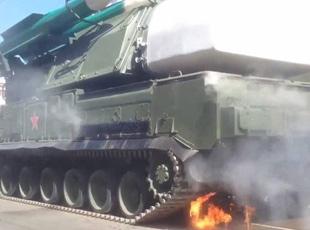 俄紅場閱兵:BUK導彈系統起火嚇壞觀眾