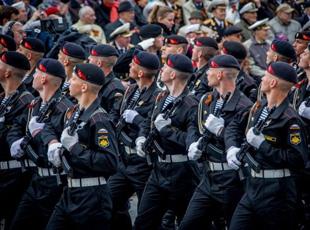 俄羅斯海參崴舉行紀念衛國戰爭勝利70週年閱兵