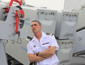 法國海軍士兵好奇參觀中國軍艦