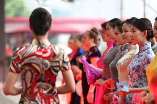 15万人穿服饰现中国玩法之美情趣果冻旗袍酸奶图片