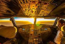 從飛機駕駛艙看江山