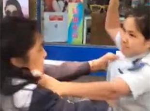 武汉两城管殴打女摊贩