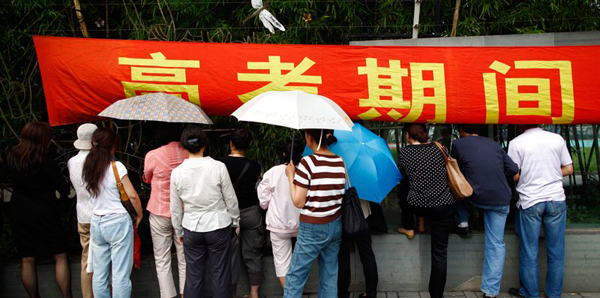 """外媒镜头下的中国高考""""大战""""[组图]"""