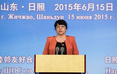 乌经济部长萨伊多娃发表演讲