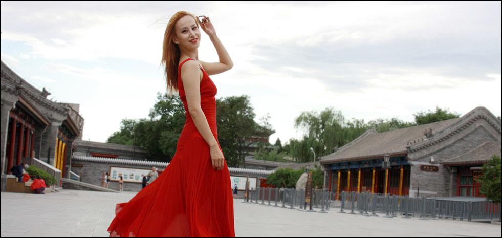 时尚红衣女与恭王府 古典遇见现代的时空之旅