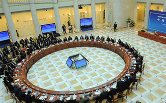 中俄媒体论坛在圣彼得堡开幕