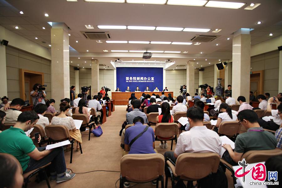 7月6日,国新办就中国人民抗日战争暨世界反法西斯战争胜利70周年纪念活动主题展览等情况举行发布会,图为新闻发布会现场。 中国网记者 郑亮摄影